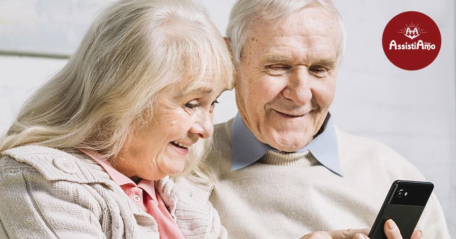 Anziani e solitudine: l'uso di internet per combatterla